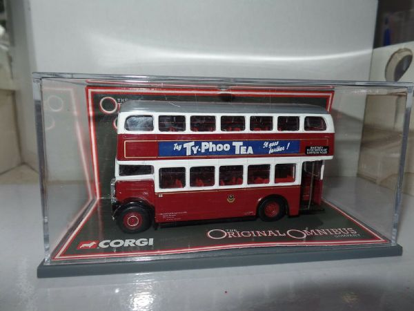 Corgi OOC 41102 Leyland PD2 Orion Bus Portsmouth Typhoo Certificate 4 MIMB